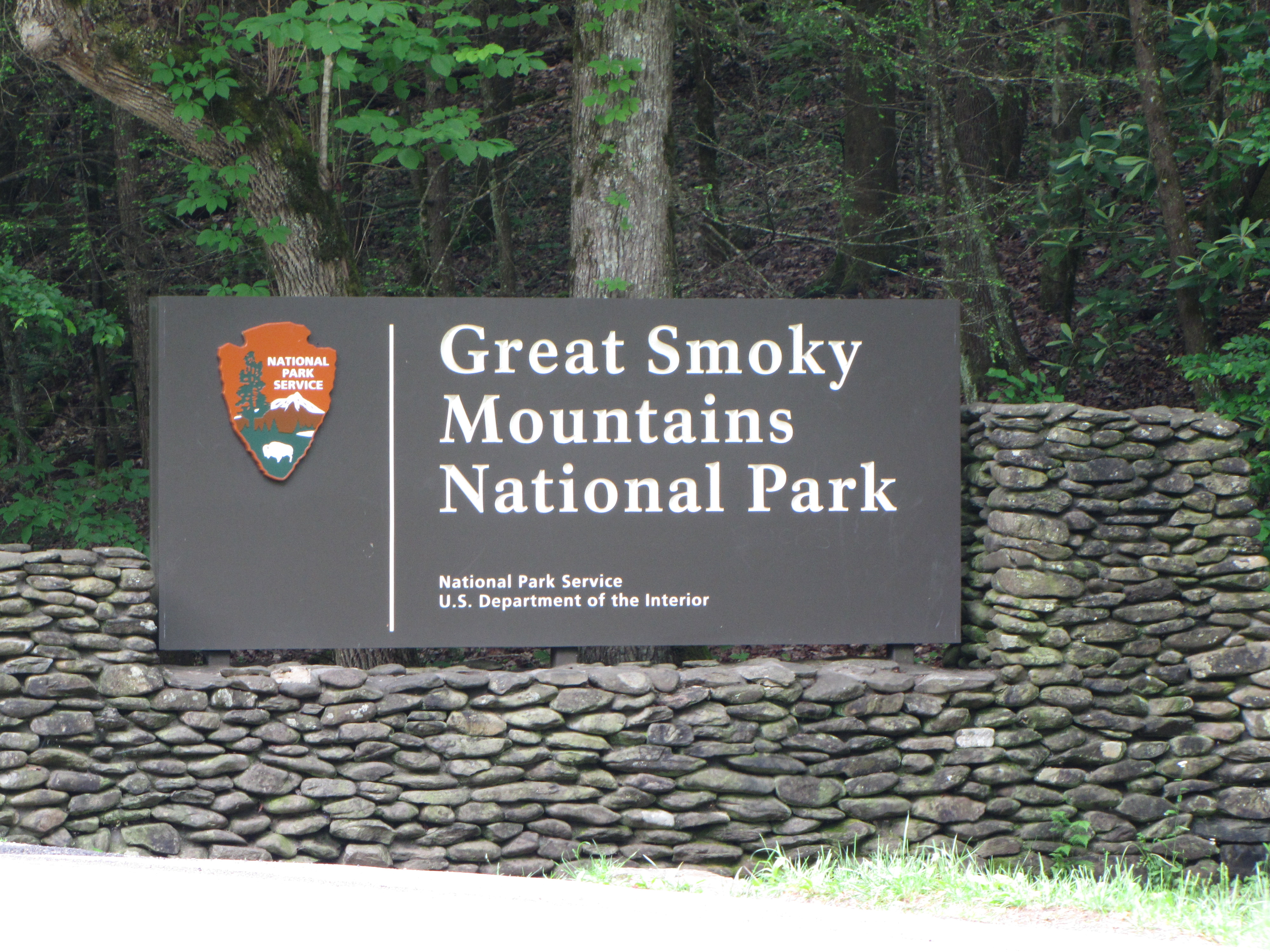 Entrance sign to the Great Smoky Mountains National Park